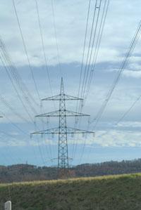 Electriciteit wordt vervoerd via hoogspanningslijnen